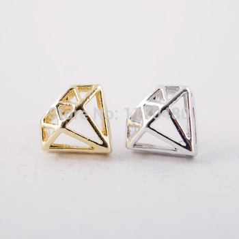Oly2u 2017 New Fashion Triangle Shaped Stud Earrings for Women Girls Simple Jewelry ED047